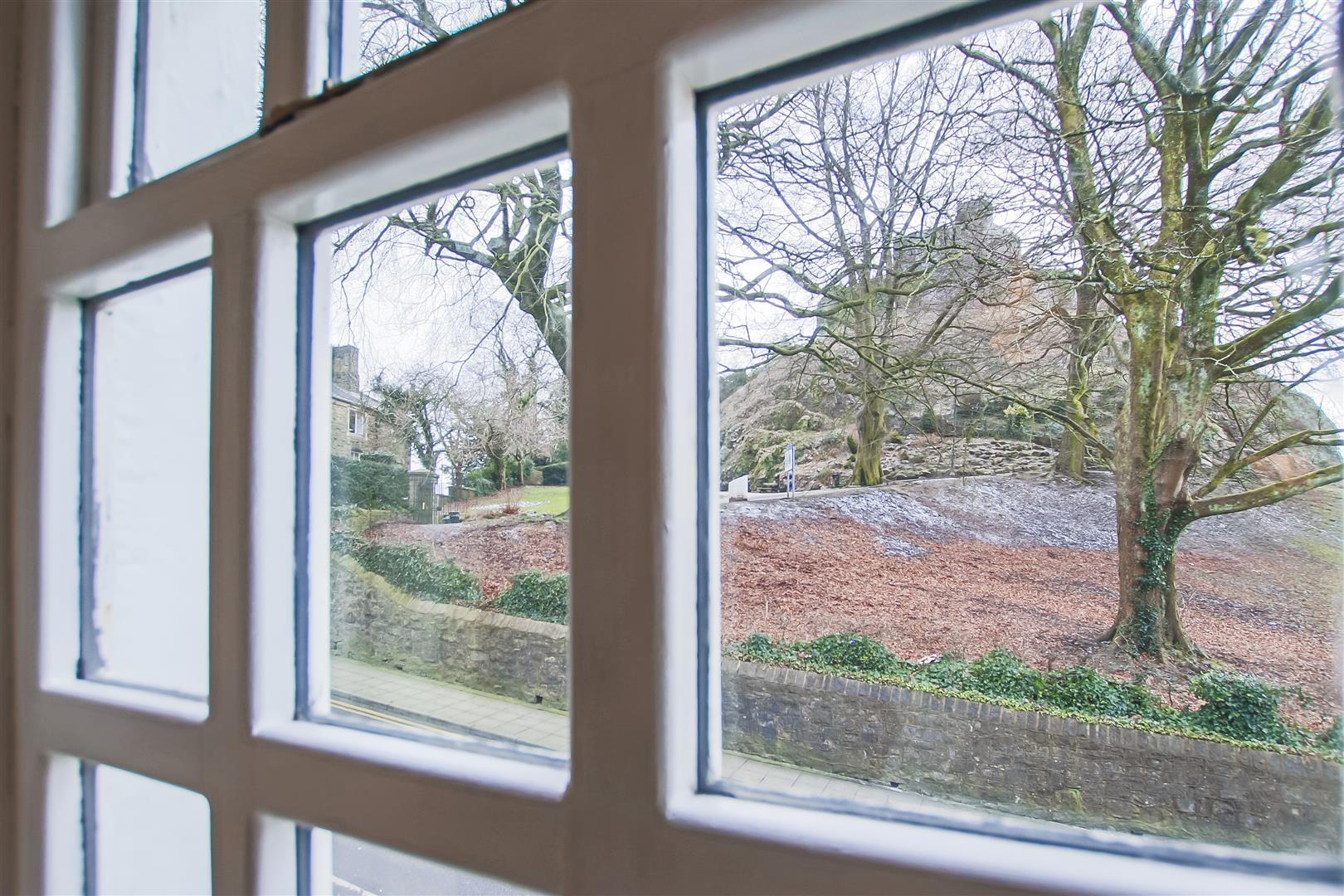 3 Bedroom Semi-detached House For Sale - Castle Views